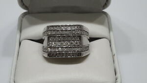 MEN'S 10KT GOLD AND DIAMOND RING (REDUCED)