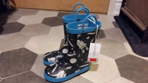 Carters Brand New with Tag Toddler Rainboots (US 10)