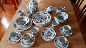 Antique Dinnerware from England by Ridgway for 8 persons.
