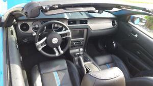 2011 Ford Mustang 5.0L GT Convertible 6 SPD Mint!!  Grabber Blue Edmonton Edmonton Area image 4