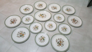 Alfred Meakin Hereford Plate Set