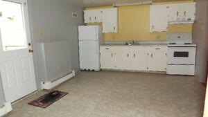 Location! Location! 2 BED just 2 min to HWY, Robie ST & Walmart