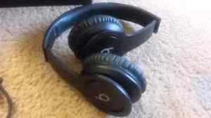 Beats solo HD drenched black