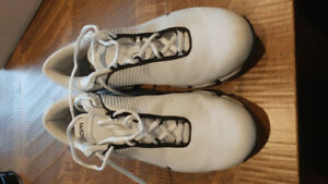 Womens Nike Golf shoes.   Size 10