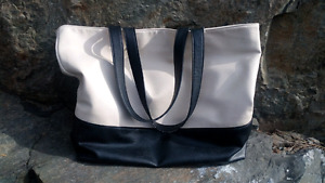 FOREVER 21 TOTE BAG/PURSE (black/white in color)
