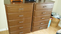Two full sized dressers & two matching nightstands
