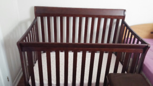 Crib, mattress and mesh liner