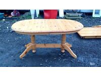 Round pine extending table