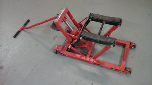 Hydraulic lift for quadrunner