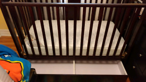 Crib with drawer and mattress included