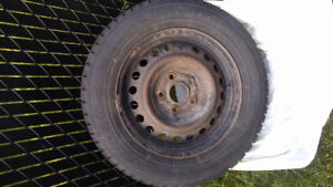 4 pneu dhiver sur rim
