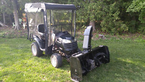 Lawn tractor with snowblower