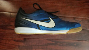 NIKE CTR360 Court Shoes, size 9