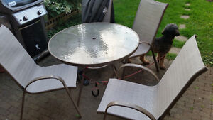 Outdoor Patio Table w/ Chairs and Umbrella