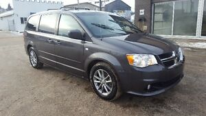2014 Dodge Caravan  Minivan, Van Perfect for your family!!!