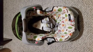 GRACO BABY CAR SEAT WITH MOUNTING BASE