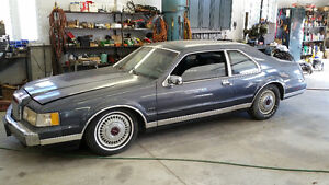 1984 Lincoln Continental Black Coupe (2 door)
