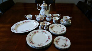 Royal Albert - Lavender Rose China Set