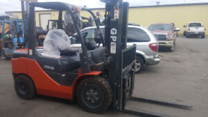BRAND NEW 6000 LB CAPACITY FORKLIFT FOR SELL