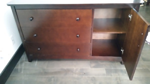 3 in 1 bed and dresser  good condition 7/10