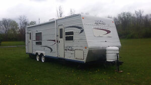 2004 - 25 FOOT JAYCO TRAVEL TRAILER WITH SLIDE OUT