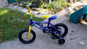 "12"" Toddler or first bike with training wheels Windsor Region Ontario image 1"