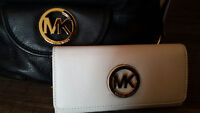 """""""MK"""" White wallet LOST and WANTED BACK! **REWARD******"""