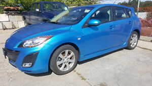 2010 Mazda Mazda3 GS Hatchback - BLUETOOTH! ALLOYS! SUNROOF!