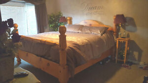 Beautiful King size Pine 4 poster bedroom set