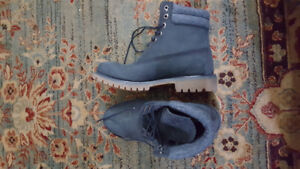 Selling Timberland boots...
