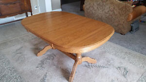 Roxton Table and Six Chairs Windsor Region Ontario image 1