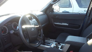 FORD ESCAPE SUV CROSSOVER  ASK MONA ABOUT A FREE CARSTARTER Strathcona County Edmonton Area image 4
