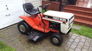 Tracteur Yard Man ( moteur 11 hp / 38 po) En bonne condition !
