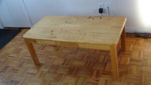 Table de salon en bois franc