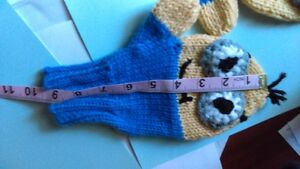 Minnion mittens, adult size small, hand knit West Island Greater Montréal image 3