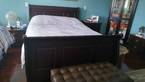 Queen size bed set - Mattress and Frame (Great Condition)