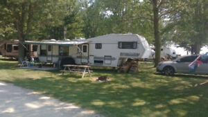 40' JAYCO 5th wheel w/new tires, slide out and all the luxuries
