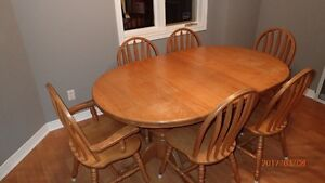 ONLY $135.00 for Solid Oak Ding Room Table & 6 Chairs!!!