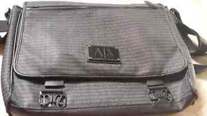 Bags for sale -laptop bags and a duffel Kitchener / Waterloo Kitchener Area image 5