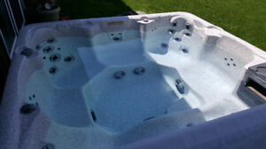5 YR OLD HOT TUB FOR SALE