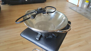 !! Large electrical wok with lid!!!