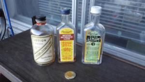 Bouteilles Vintage et  Antique bottles with labels.