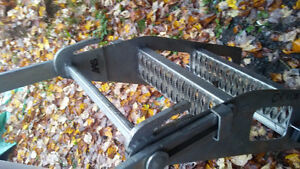 Aluminum rail mounted ladder for flatbeds