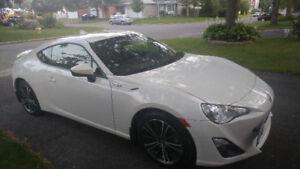 Pearl White Scion FRS Coupe 2015