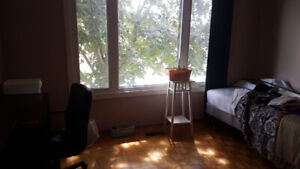 Bedroom for rent - October 1