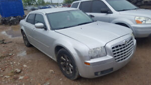 2006 CHRYSLER 300.. JUST IN FOR PARTS AT PIC N SAVE! WELLAND