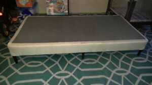 Kid's twin bed base with legs