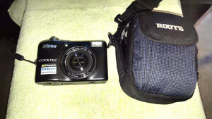 NIKON L32 DIGITAL CAMERA - 20 MEGA PIXALS! (case included)