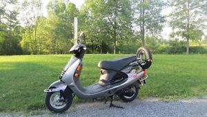 115cc Scooter, Like New, Kinetic Nova