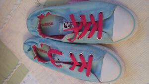 Converse youth size 4